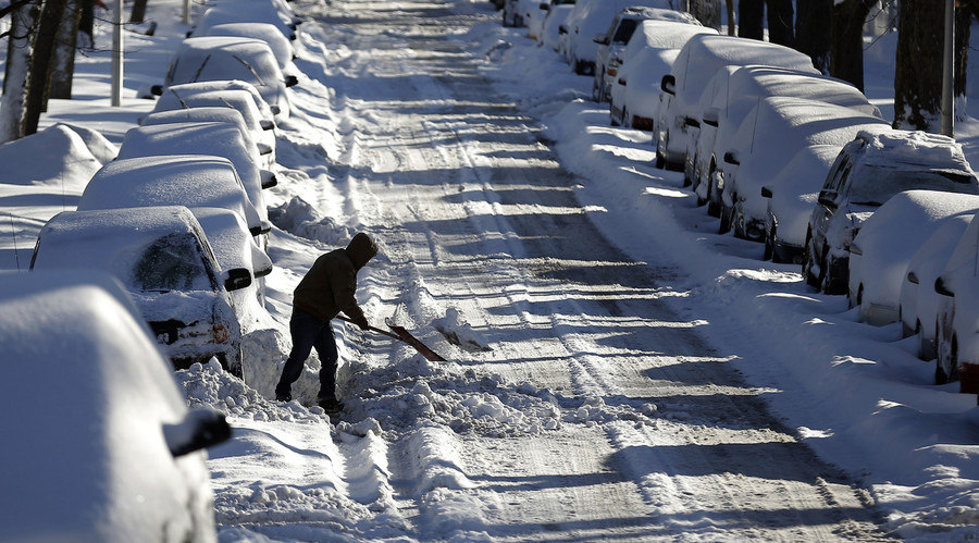 Winter is here: Over 500 flights cancelled as 16 inches of snow bury Chicago (PHOTO, VIDEO)