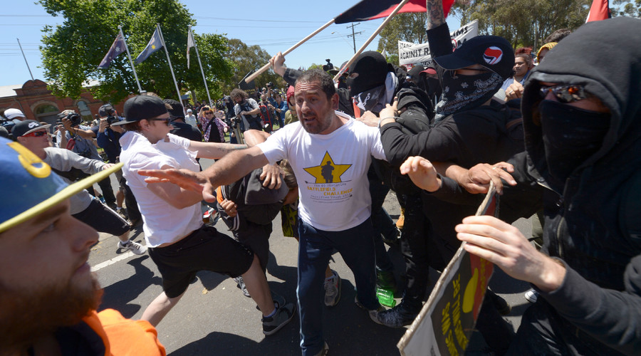 Members of the anti-Islam group Reclaim Australia (L) clash with Campaign Against Racism and Fascism (R) as they protest over plans for a mosque in Melton as Campaign Against Racism and Fascism are holding a counter-rally in Melbourne on November 22, 2015. © Mal Fairclough