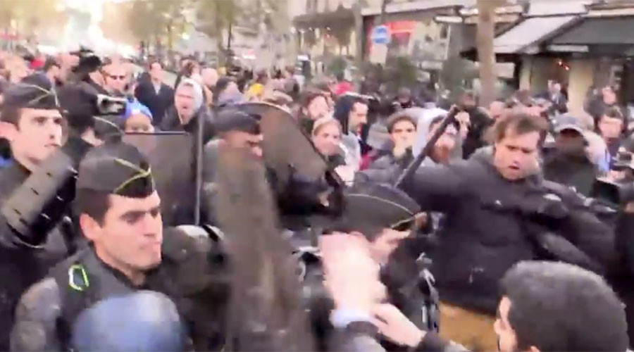 Scuffles as pro-refugee demo in Paris defies protest ban (VIDEO)