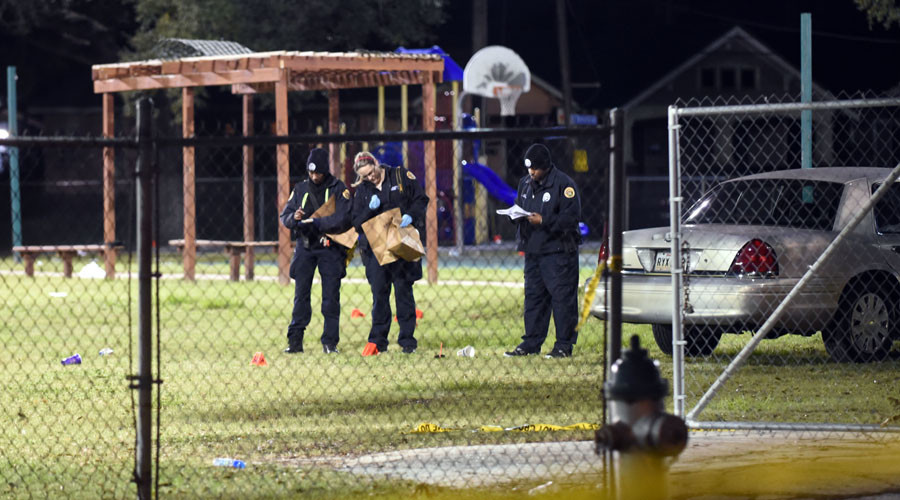 Police gather evidence after a shooting at a playground on November 22, 2015 in New Orleans, Louisiana. © Cheryl Gerber / Getty Images / AFP