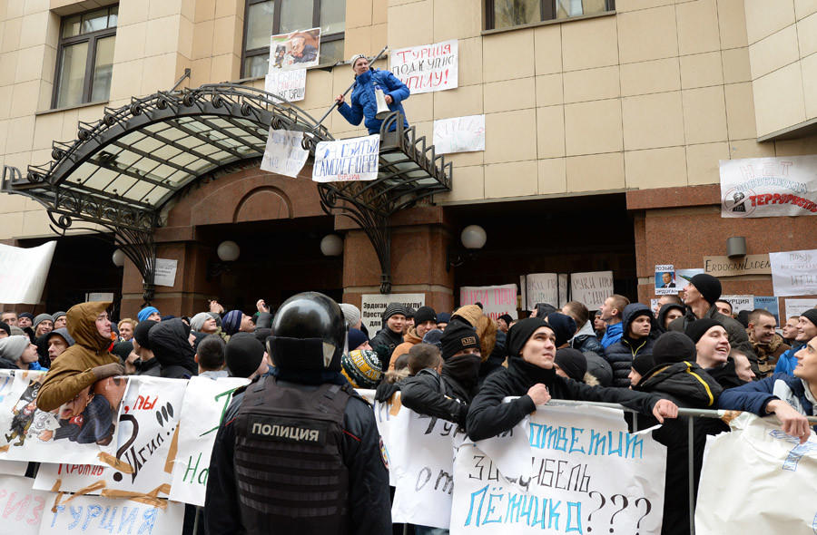 Protesters gather near Turkish Embassy in Moscow © Evgeny Odinokov