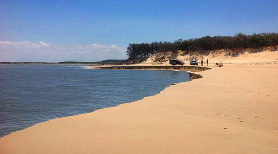 Football-field-sized sinkhole devours Australian beach, may grow even bigger (PHOTO)