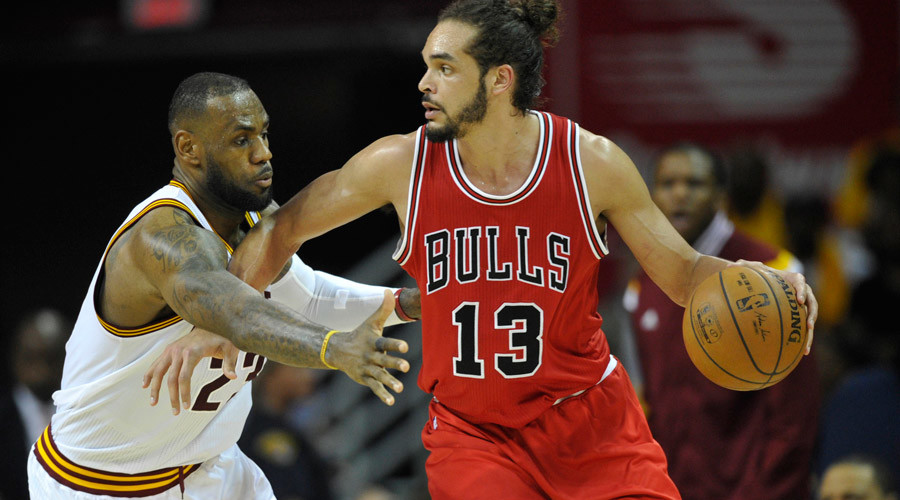 Cleveland Cavaliers forward LeBron James (23) defends Chicago Bulls center Joakim Noah  © David Richard