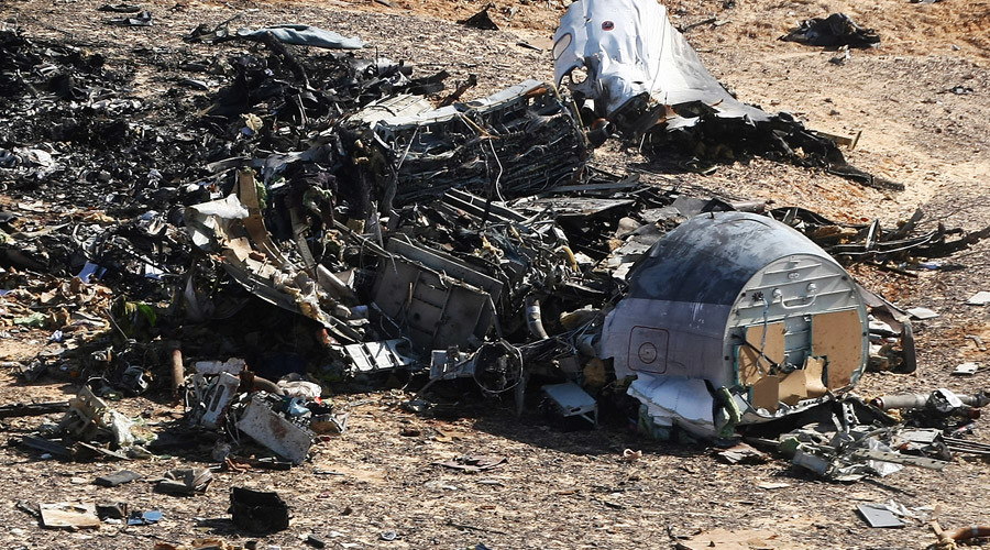 The fragments of the Airbus A321 that was carrying out Kogalymavia Flight 9268 from Sharm el-Sheikh to St. Petersburg, on the crash site 100 km south of El Arish in the northern Sinai Peninsula.© Maxim Grigoryev