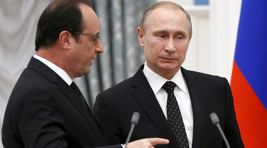Russia's President Vladimir Putin (R) and his French counterpart Francois Hollande speak after a news conference at the Kremlin in Moscow, Russia, November 26, 2015 © Alexander Zemlianichenko