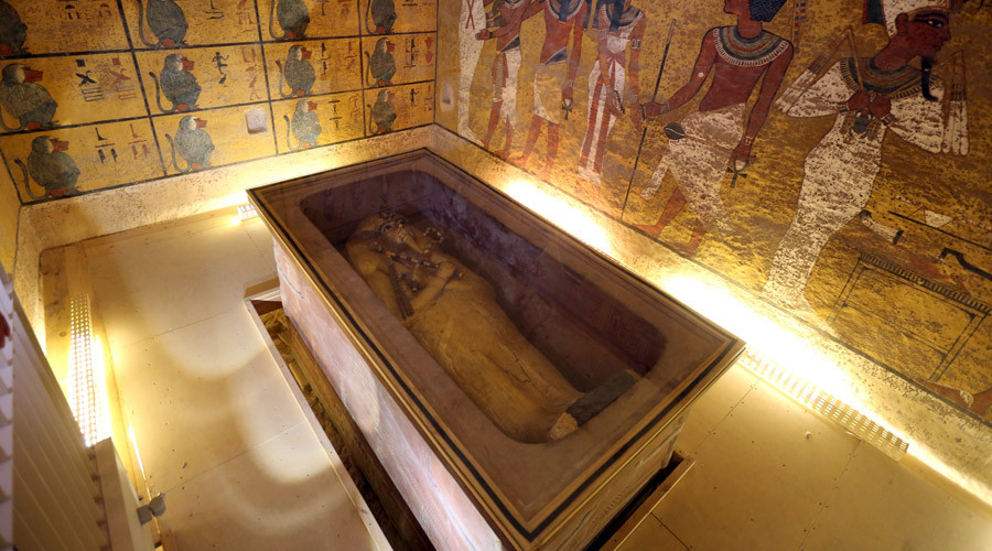 Tutankhamun tomb scans point to hidden chamber, maybe Queen Nefertiti's mummy