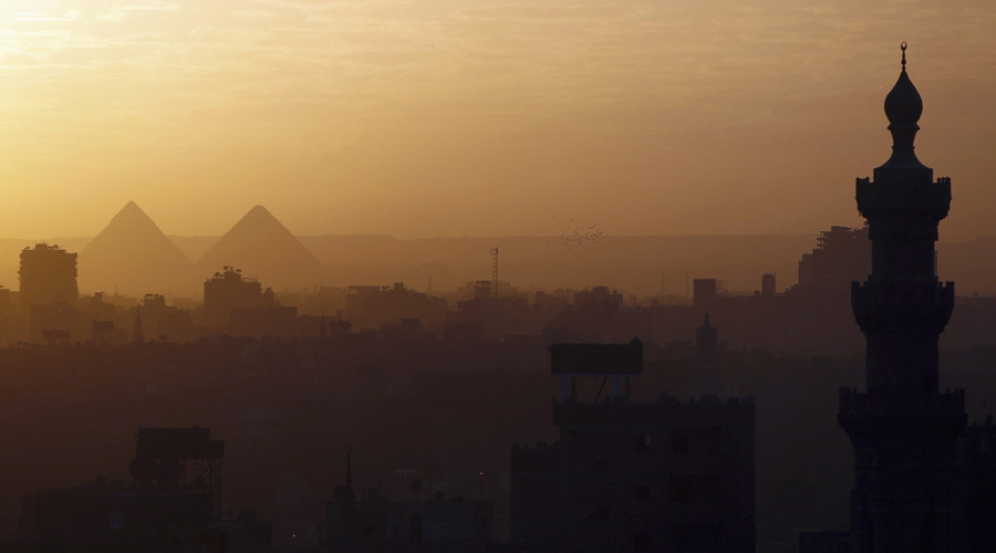 A general view of mosques and the great pyramids before sunset in Cairo © Amr Dalsh