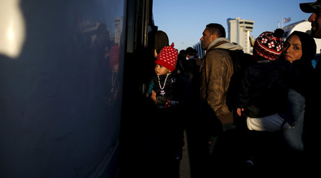 Refugees and migrants board a bus after arriving aboard the passenger ferry Eleftherios Venizelos from the island of Lesbos at the port of Piraeus, near Athens, Greece © Alkis Konstantinidis