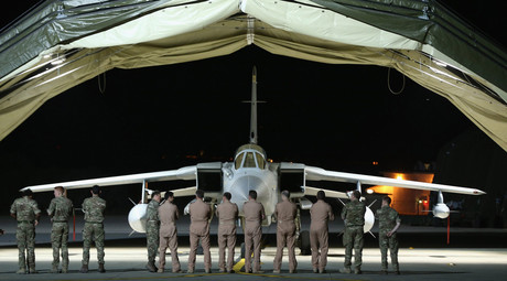 Royal Air Force pilots, engineers and logistic support staff stand in front of a Tornado GR4 at RAF Akrotiri, in Cyprus, October 2, 2014. © Dan Kitwood
