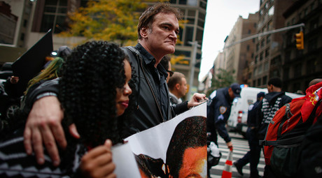 Director Quentin Tarantino attends a protest to denounce police brutality in Manhattan October 24, 2015 in New York City © Kena Betancur