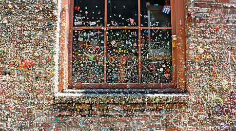 Gum Wall, Pike Place Market, Seattle © wikipedia.org
