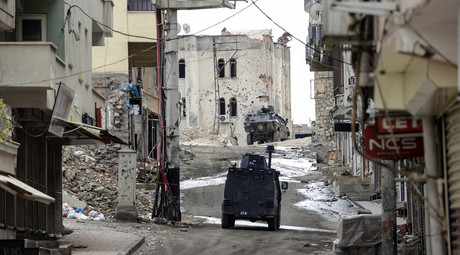 Military vehicles move a deserted street of Silvan, southerneastern Turkey, during a curfew following clashes between Turkish forces and Kurdish militants on November 10, 2015. © Ilyas Akengin