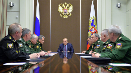 November 10, 2015. Russian President Vladimir Putin, center, chairs a meeting on the development of the defense complex in the Bocharov Ruchei residence in Sochi. © Alexei Druzhinin