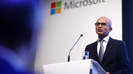 Microsoft CEO Satya Nadella presents the company's new cloud strategy in Berlin, Germany, November 11, 2015 © Hannibal Hanschke