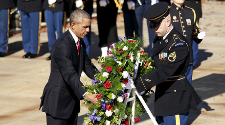 U.S. President Barack Obama lays a wreath at the Tomb of the Unknown Soldier on Veterans Day, at Arlington National Cemetery in Virginia November 11, 2015. © Kevin Lamarque