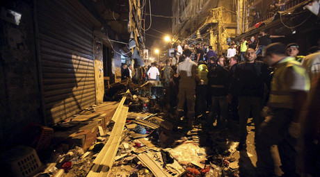 Residents inspect a damaged area caused by two explosions in Beirut's southern suburbs, Lebanon November 12, 2015. © Khalil Hassan