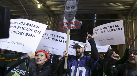 People protest in front of New York Attorney General Eric Schneiderman's office following his decision to shut down fantasy sports sites FanDuel and DraftKings, in the Manhattan borough of New York November 13, 2015. © Carlo Allegri