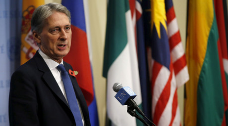 British Foreign Secretary Philip Hammond speaks to reporters after chairing a meeting of the United Nations Security Council on Somalia at U.N headquarters in New York, November 9, 2015. © Mike Segar