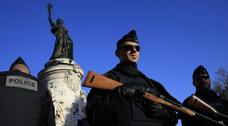 Police stand guard in Place de la Republique following the series of deadly attacks in Paris, November 15, 2015. © Pascal Rossignol