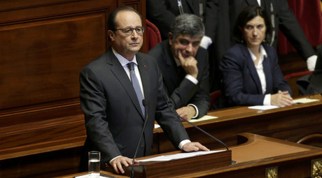 French President Francois Hollande delivers a speech at a special congress of the joint upper and lower houses of parliament (National Assembly and Senate) at the Palace of Versailles, near Paris, France, November 16, 2015. © Philippe Wojazer