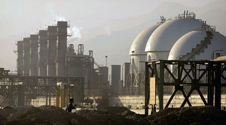 A view of a petrochemical complex in Assaluyeh on Iran's Persian Gulf coast. © Morteza Nikoubazl