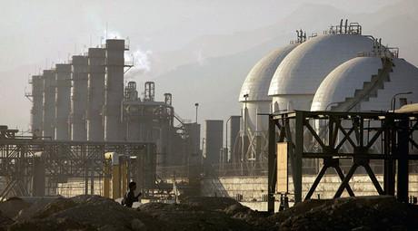 A view of a petrochemical complex in Assaluyeh on Iran's Persian Gulf coast. ©Morteza Nikoubazl
