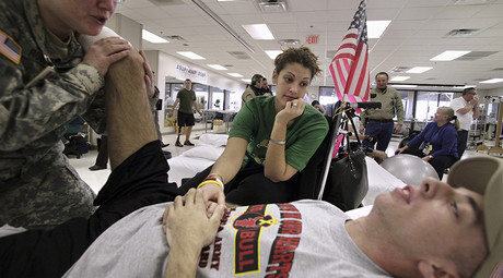 U.S. soldier Sergeant, who was wounded in Iraq, at the Physical Medicine and Rehabilitation center at the Walter Reed Army Medical Center in Washington © Yuri Gripas