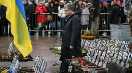 Ukraine's President Petro Poroshenko takes part in a commemoration ceremony at the site where anti-Yanukovich protesters were killed during clashes in Kiev, Ukraine, November 21, 2015. © Gleb Garanich