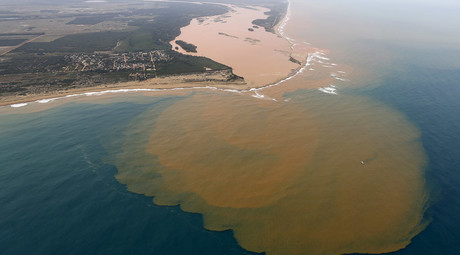 An aerial view of the Rio Doce (Doce River), which was flooded with mud after a dam owned by Vale SA and BHP Billiton Ltd burst, at an area where the river joins the sea on the coast of Espirito Santo in Regencia Village, Brazil, November 23, 2015. © Ricardo Moraes