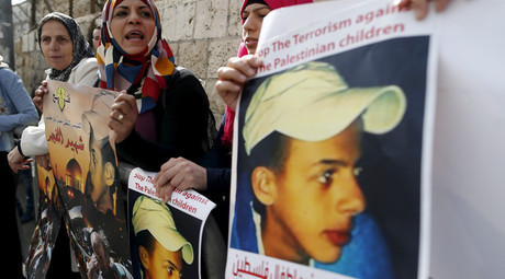 Palestinians protest outside the Jerusalem District Court during the trial of suspects accused of murdering Palestinian teenager Mohammed Abu Khudair, November 30, 2015. © Ammar Awad