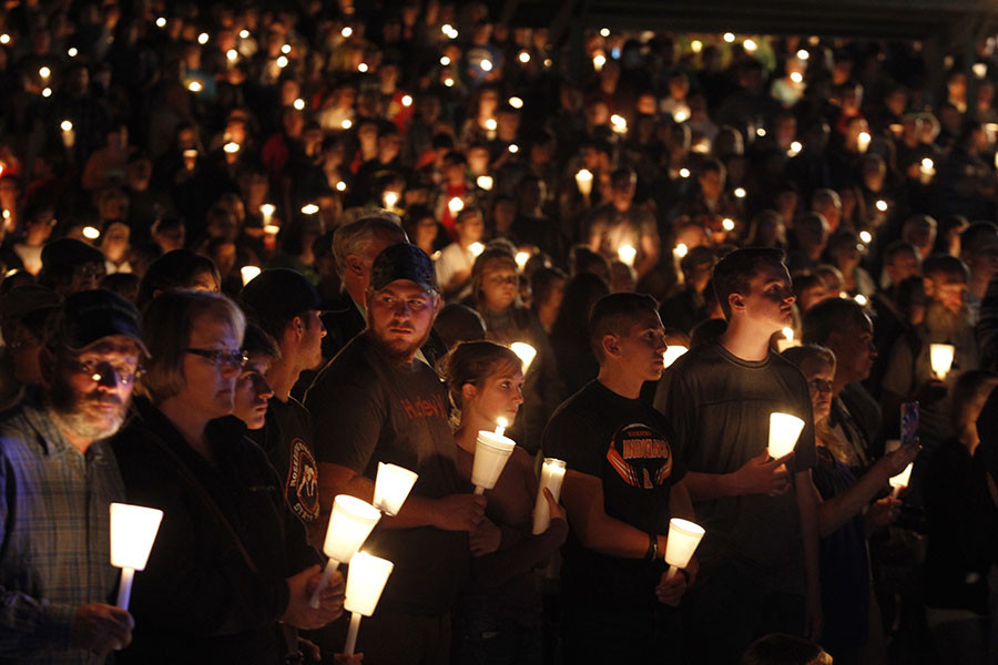 People take part in candle light vigil following a mass shooting at Umpqua Community College in Roseburg, Oregon October 1, 2015. © Steve Dipaola