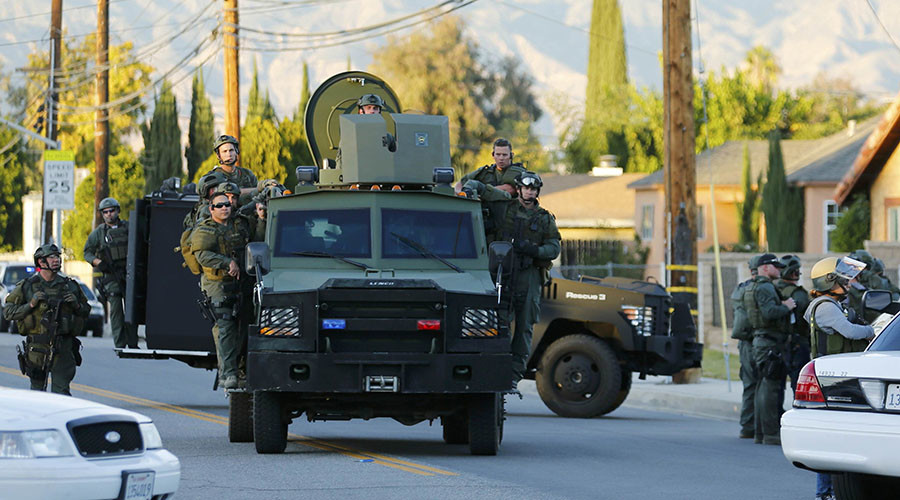 Police officers conduct a manhunt after a mass shooting in San Bernardino, California December 2, 2015. © Mike Blake