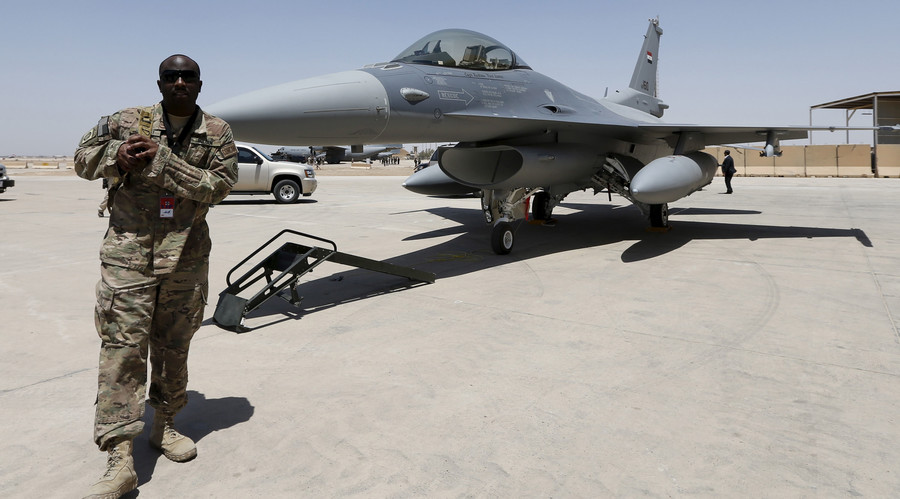 A U.S. Army soldier walks near a F-16 fighter jet during an official ceremony to receive four of these aircrafts from the U.S., at a military base in Balad, Iraq, July 20, 2015. © Thaier Al-Sudani