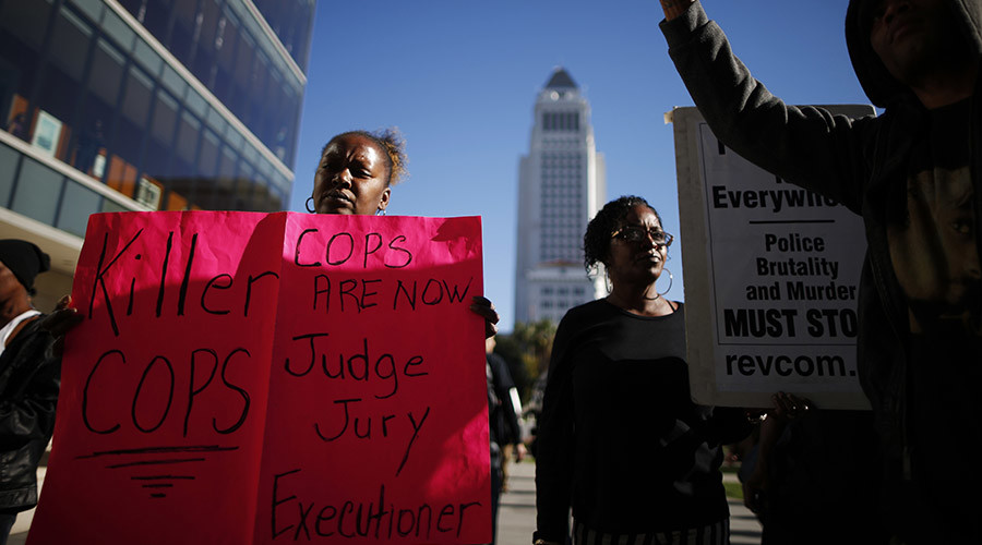 People protest against the killing of a homeless man by police in Los Angeles, California March 3, 2015. © Lucy Nicholson