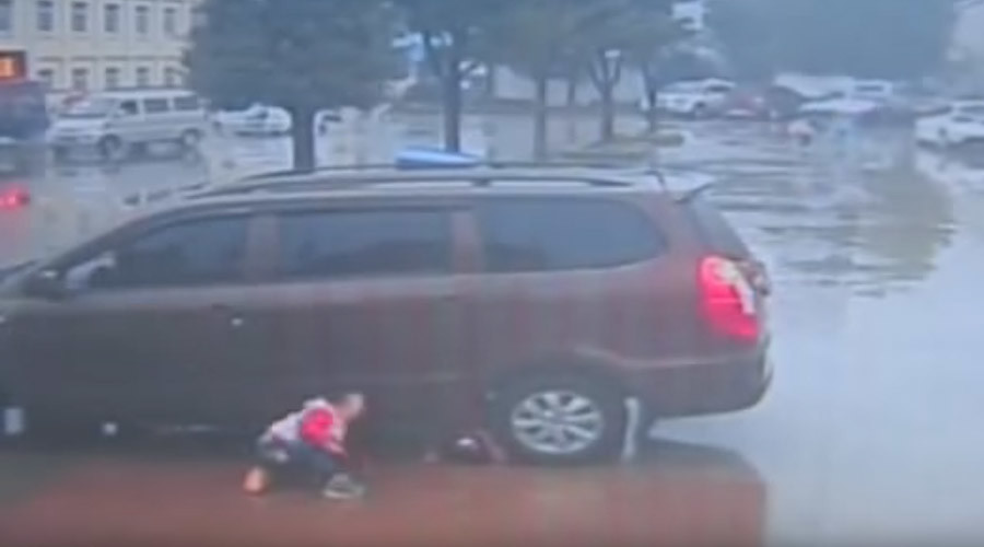 Close call: Two Chinese toddlers survive being run over by a car (VIDEO)