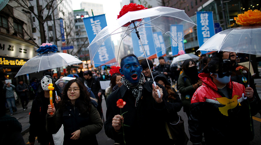 Tens of thousands march against government in South Korea