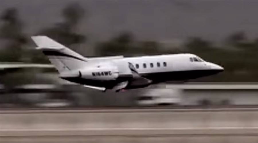 Plane makes emergency landing in California with no wheels (VIDEO)