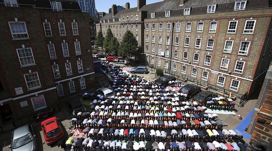 Students and imams rally against counter-extremism scheme