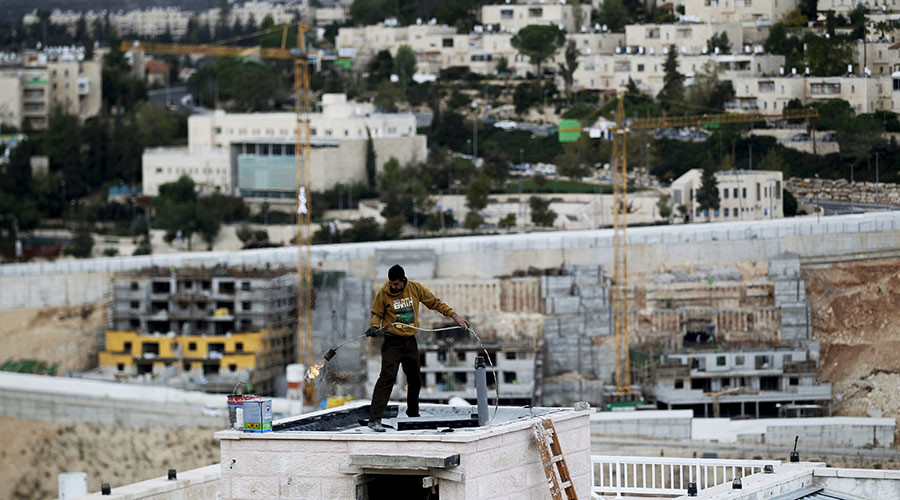 A man works on a roof in Ramat Shlomo, a religious Jewish settlement in an area of the occupied West Bank that Israel annexed to Jerusalem November 17, 2015. © Ronen Zvulun