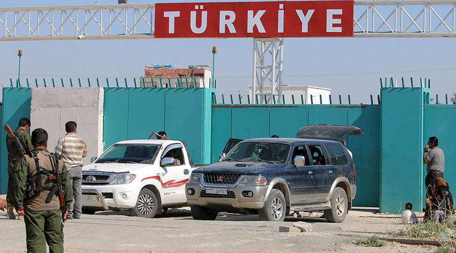 The Syrian-Turkish border crossing. © Rodi Said