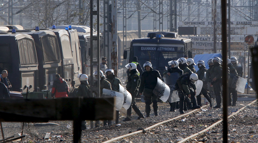 Greece evicts 2,300 migrants from Macedonian border camp (VIDEO)