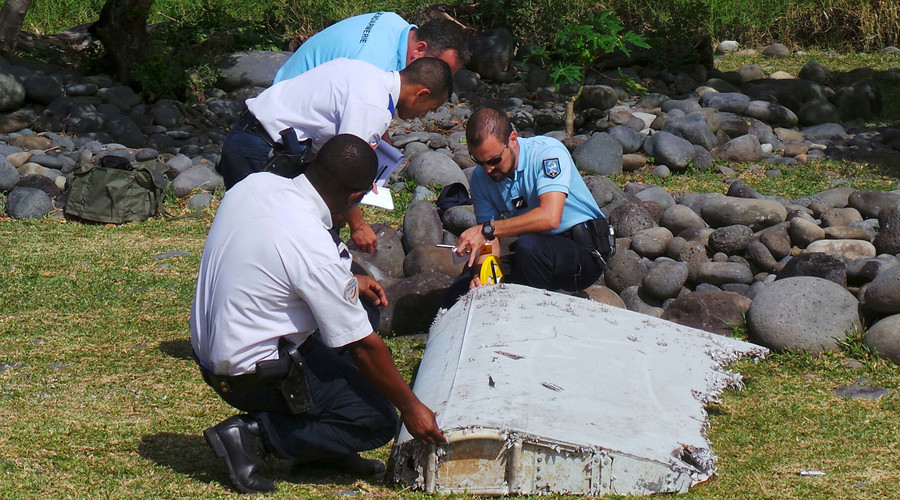 Power surge turned missing flight MH370 into 'zombie', report indicates