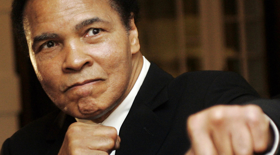 U.S. boxing great Muhammad Ali poses during the Crystal Award ceremony at the World Economic Forum (WEF) in Davos, Switzerland January 28, 2006. © Andreas Meier