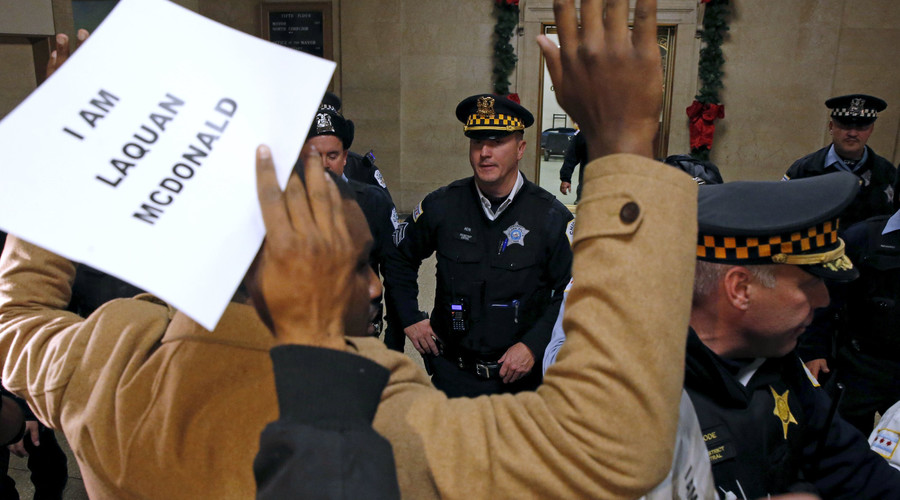 Police officers watch protesters during a demonstration outside the office of Chicago Mayor Rahm Emanuel in Chicago, Illinois, United States, December 7, 2015. © Jim Young