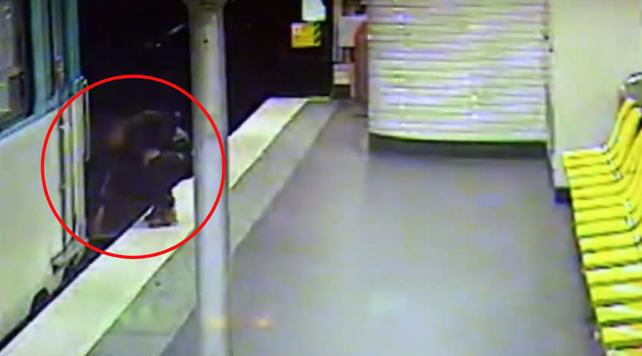 Pickpocket... Hero: Thief saves sleepwalker from metro tracks after robbing him (VIDEO)