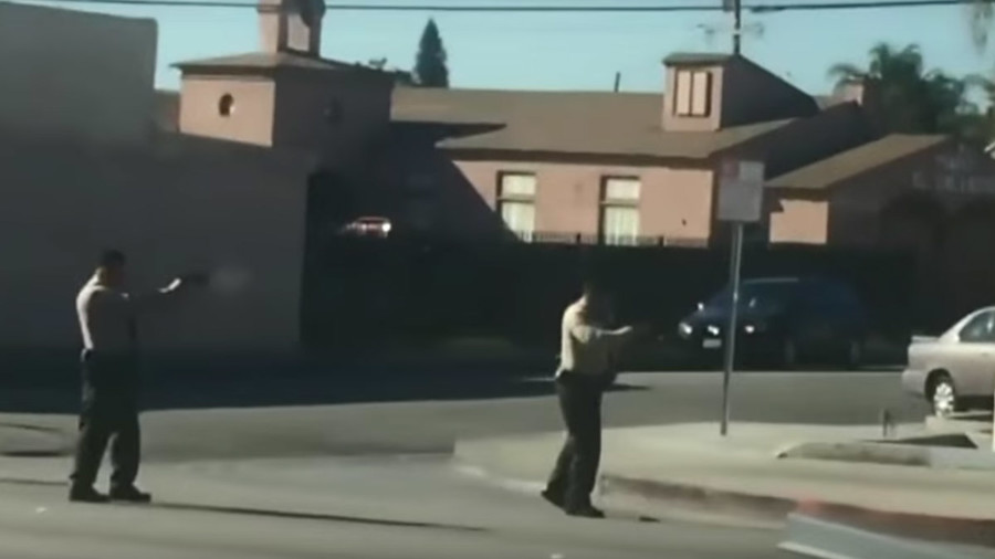 LA cops empty their clips into Lynwood man as he crawls away (VIDEO)