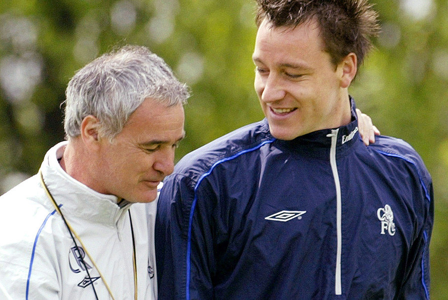 Claudio Ranieri (L) talks to defender John Terry during a training session at their practice ground in west London, May 7, 2004. © Kieran Doherty