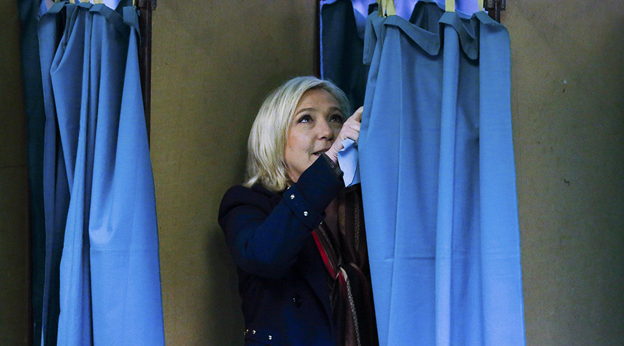 Marine Le Pen, French National Front political party leader and candidate for the National Front in the Nord-Pas-de-Calais-Picardie region, enters the voting booth to cast her ballot in the second-round regional elections in Henin-Beaumont, France, December 13, 2015. © Yves Herman