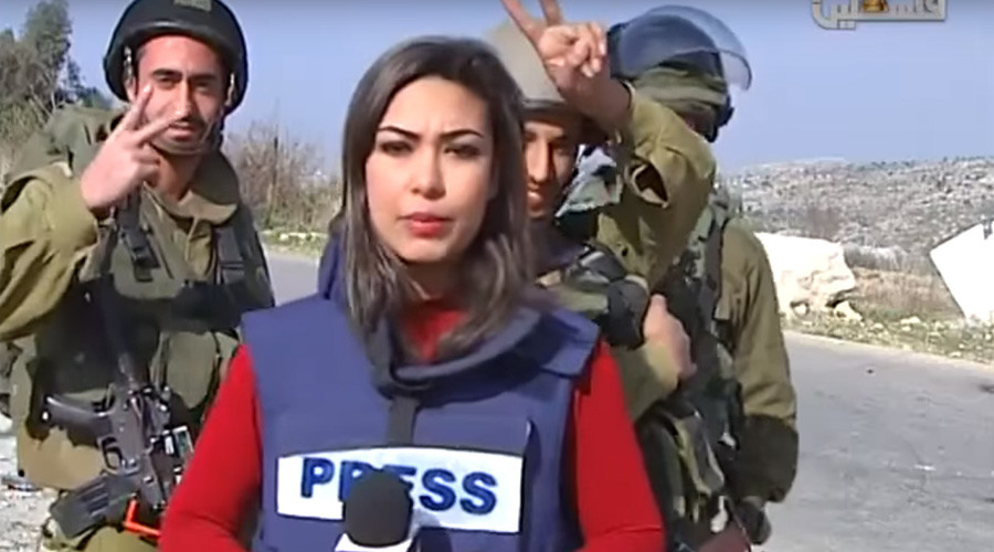 IDF soldiers mock & disrupt Palestinian reporter blasting 'Israel's racist policy' (VIDEO)