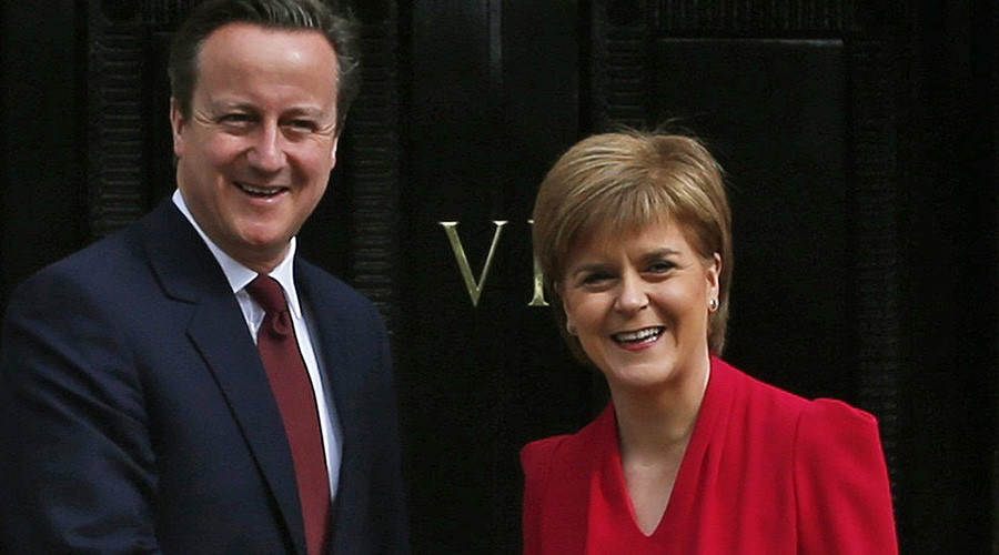 Scotland's First Minister Nicola Sturgeon (R) and Britain's Prime Minister David Cameron © Russell Cheyne